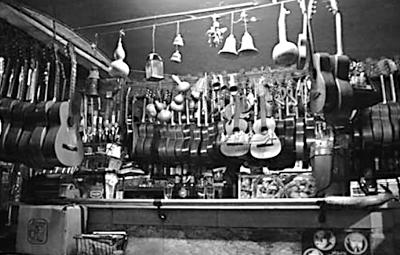 BARCELOFÍLIA: CA'L QUIMET. Bar de les Guitarres. Rambla del Prat 9. (1930's - 2009)