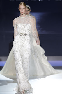 Long sleeved lace wedding dress by Jesus Peiro
