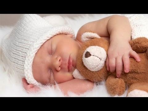 كيف تعودين طفلك على النوم بمفرده؟