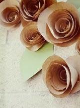 http://www.villartedesign-artesanato.com.br/2014/12/como-fazer-flor-facil-de-papel-kraft.html