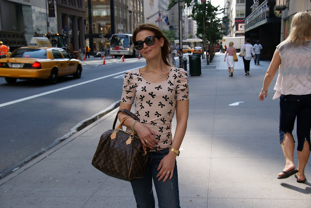 strolling around 5th street in Manhattan, fashion and cookies