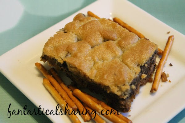 Chocolate Chip Cookie Bars with Pretzel Crust | No sacrificing anything with these bars. They are salty & sweet & chewy & crunchy! #dessert #recipe