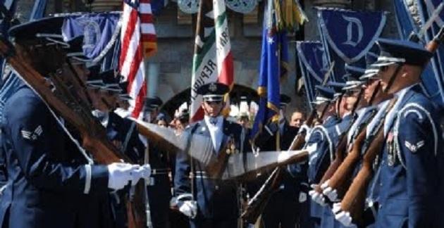Βετεράνος της Πολεμικής Αεροπορίας των ΗΠΑ απομακρύνεται βίαια από εκδήλωση επειδή ανέφερε τον Θεό