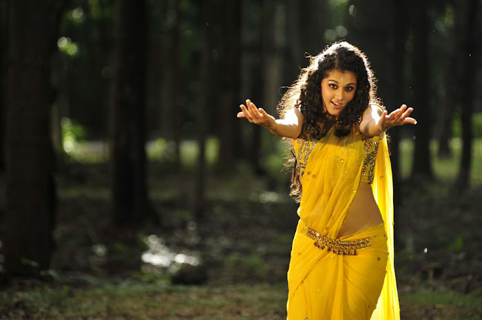 tapsee from mogudu, tapsee latest photos