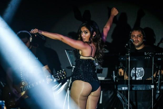 Anitta mostrando de mais