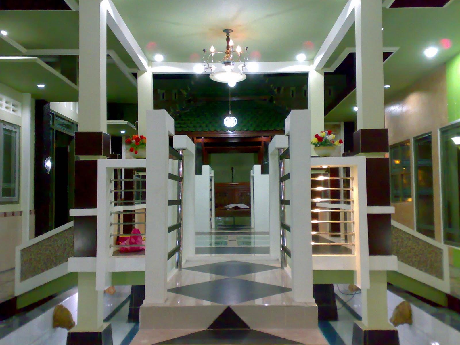 desain rumah 2012 ruang tamu diatas kolam