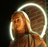 Numerosas estátuas de Maria, estar chorando Lágrimas de Sangue, ajudemos nossa Mãe rezando.