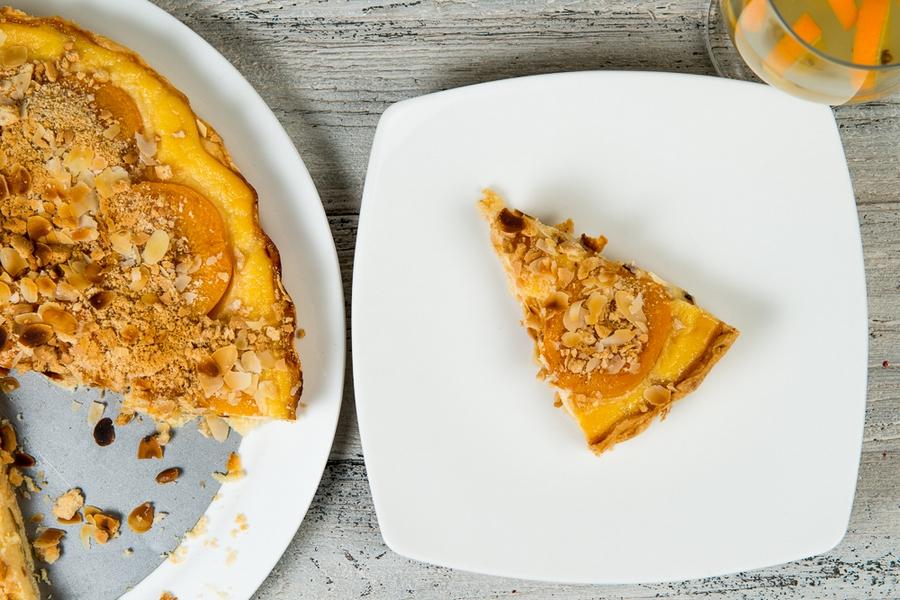 Ciasto kruche z brzoskwiniami krojone