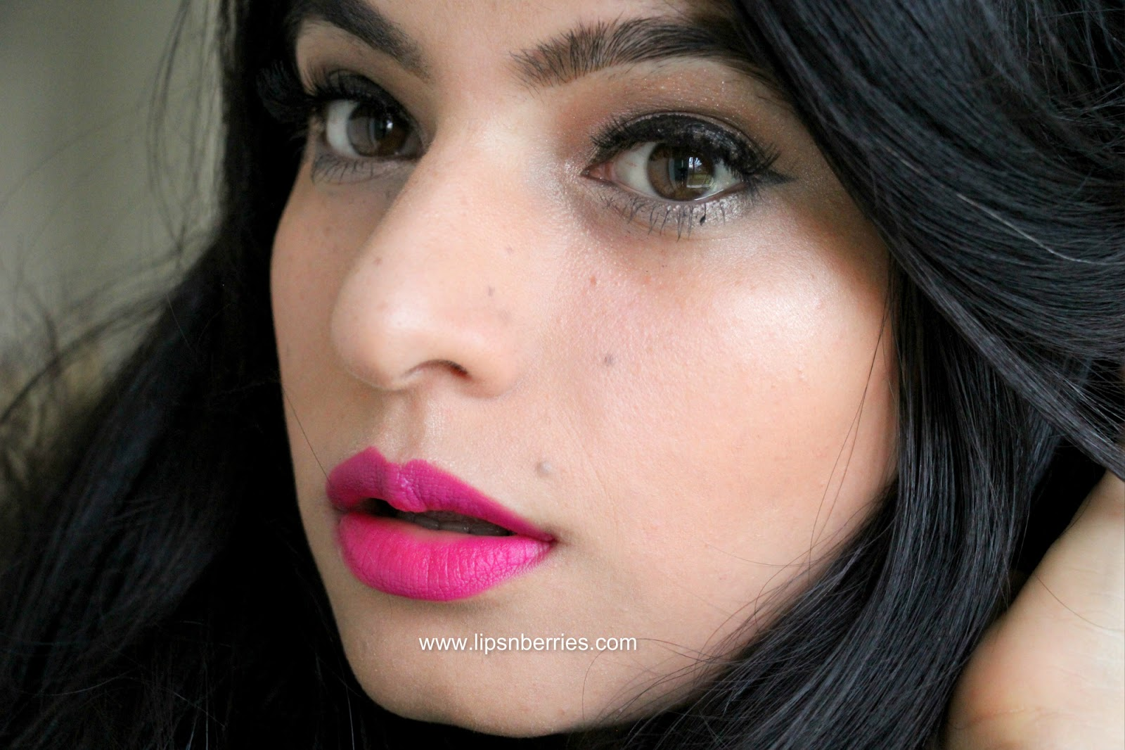 Amato Lips n Berries!: MAC Lipstick in Flat Out Fabulous- Review + FOTD  QV28
