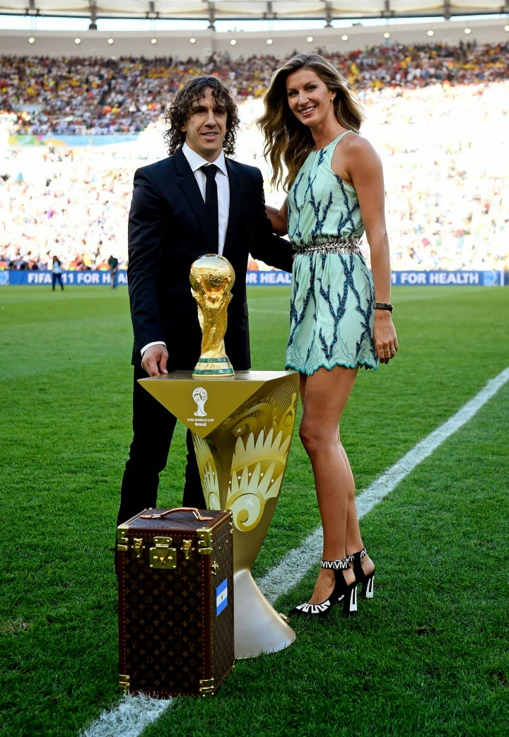Gisele shows off long legs in a short Louis Vuitton dress at the 2014 FIFA World Cup Closing Ceremony