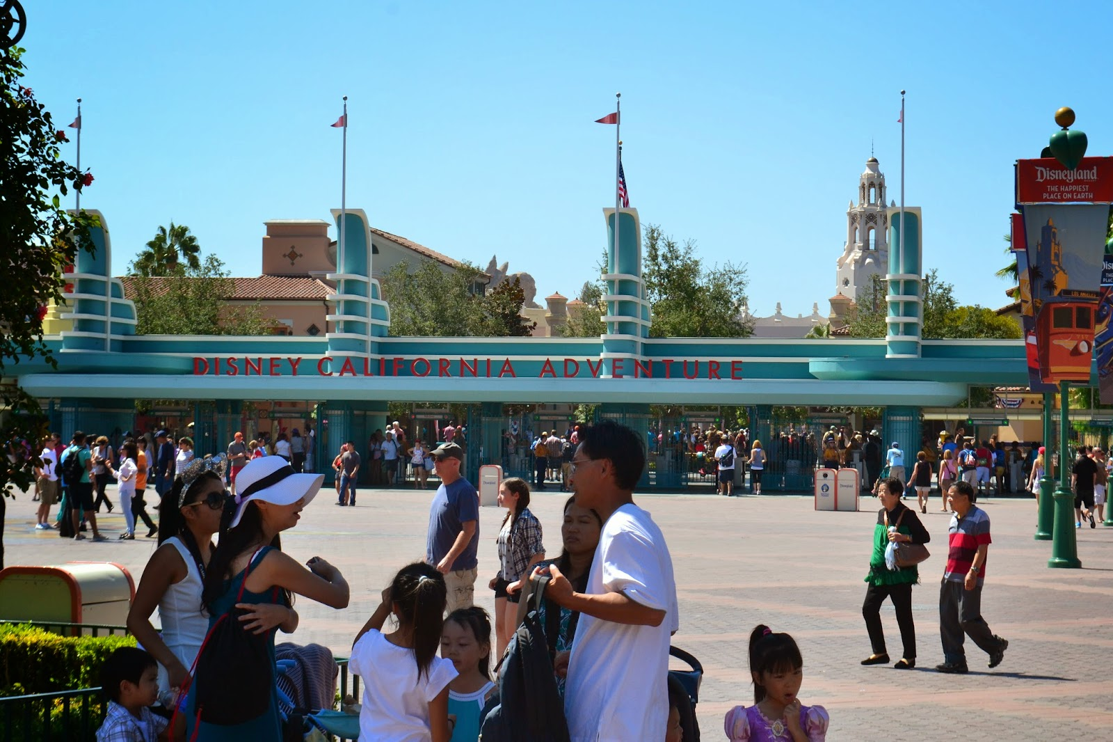 Travel USA, disneyland USA, Disneyland anaheim, walt disney, USA california, fantasyland, disney advanture, disney parade