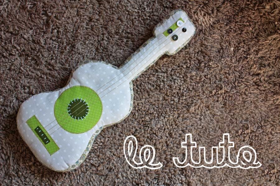 http://www.pourmesjolismomes.com/2010/07/tuto-guitare-en-tissu.html
