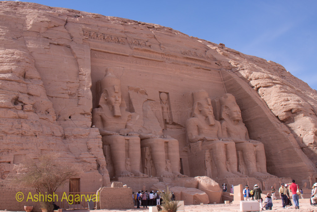 The hillock hosting the Abu Simbel temple and the tourists at the base of the temple