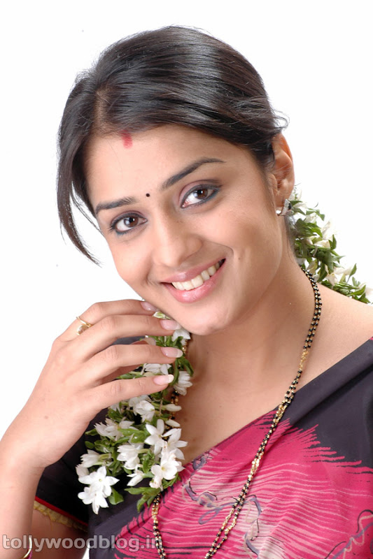 Actress Nikitha Beautiful Photos in Saree unseen pics