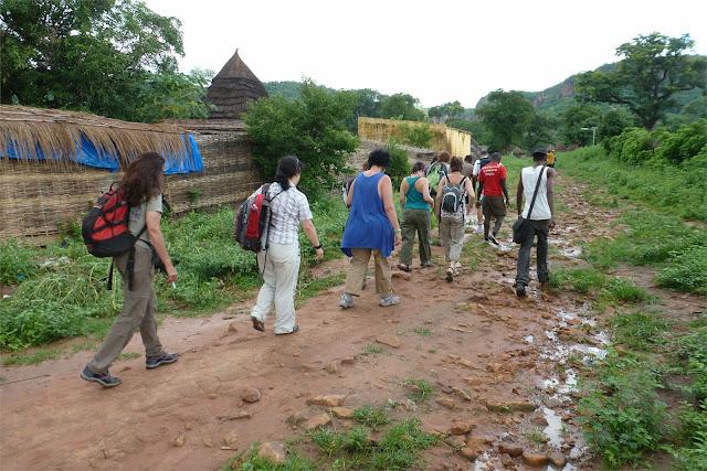 Paseo hacia la cascada de Dindefelo