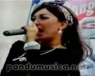 Elsa Safira - Sakitnya Tuh Disini (Live Gresik Dangdut GT JTV 2014)