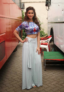 Ileana Pictures at Happy Ending Shooting Spot  6.JPG