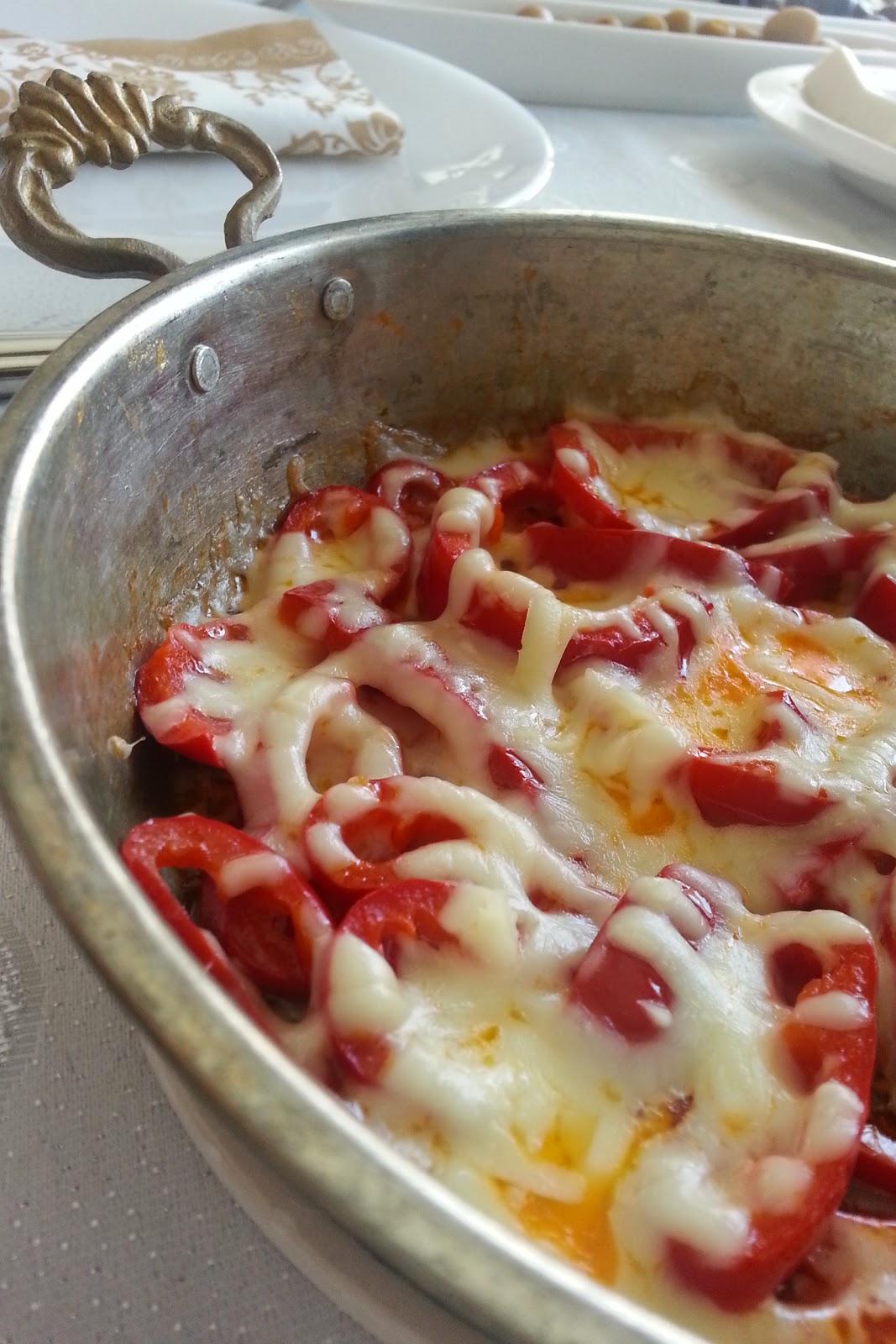 Kahvaltılık Lorlu Köz Biber ve Kahvaltı Sofrası