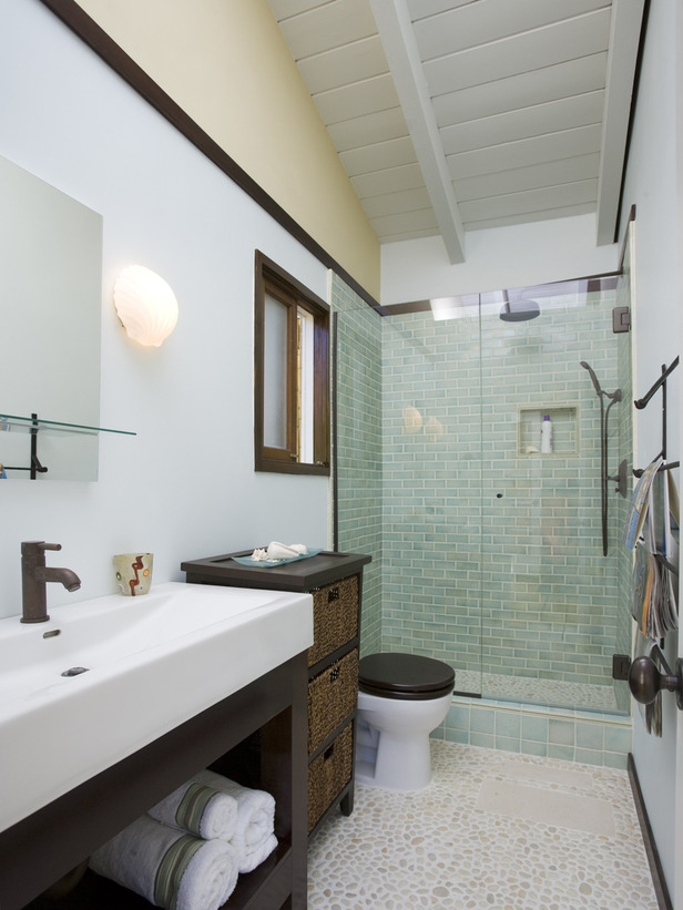 Blog achados de decora o banheiros decorados como se for Small galley bathroom ideas