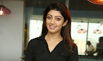 Pranitha Subhash latest Glam Pics in Black-thumbnail