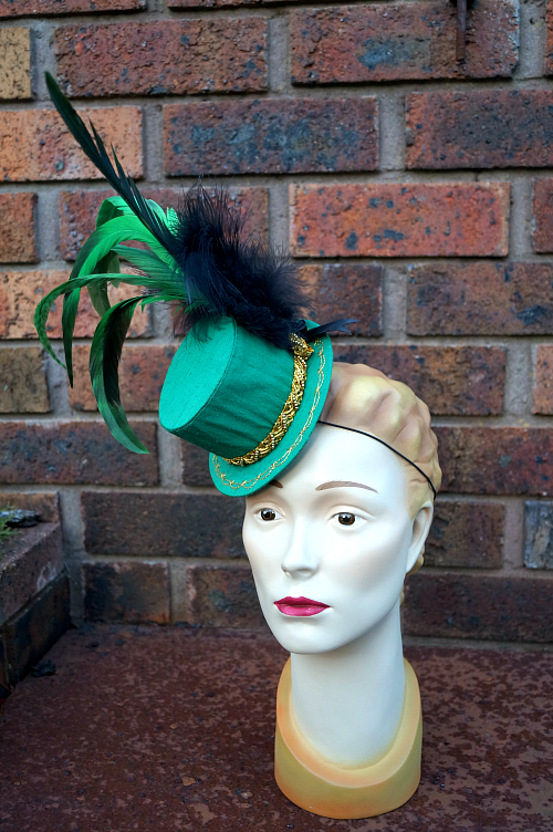 http://tanithrowandesigns.storenvy.com/products/7728762-carousel-rooster-mini-top-hat