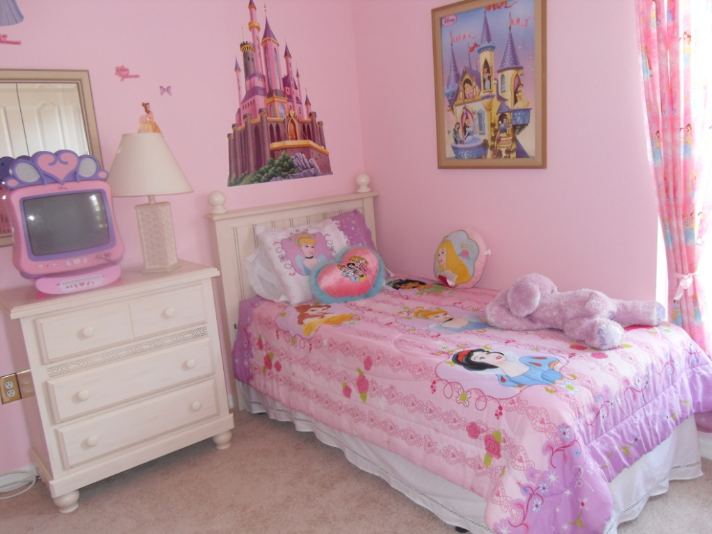 Little girls bedroom little girls room decorating ideas for Bedroom ideas for small rooms