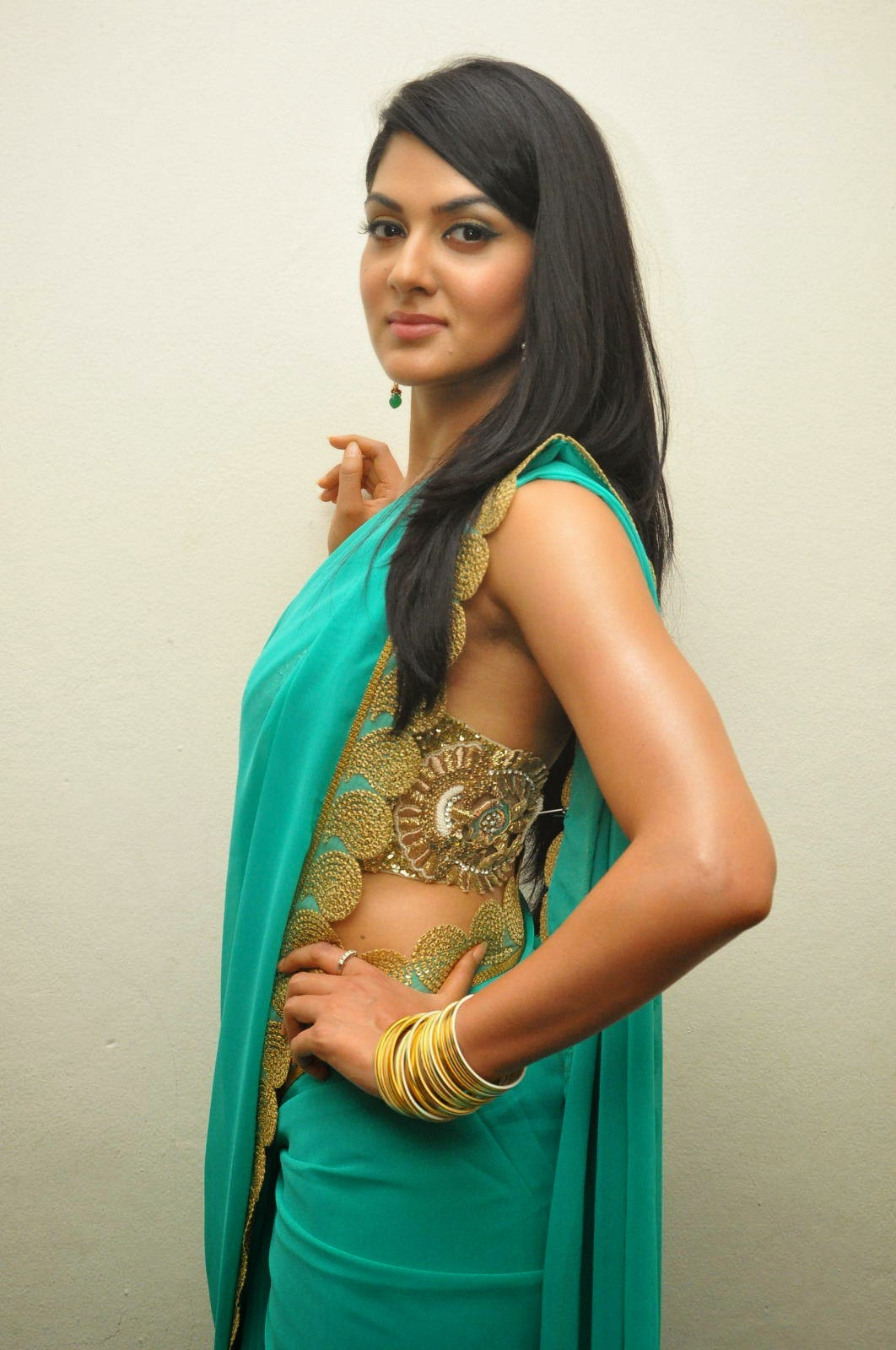 imgscr girl Sakshi-Chaudhary-Stills-At-James-Bond-Movie-Audio-Launch+%285%29.jpg  (1062×1600) | Celebrities | Pinterest