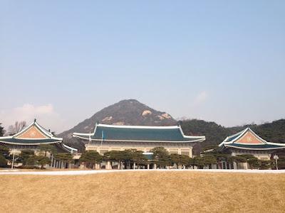 Blue House, Gyeongbokgung Palace and Bukchon Hanok Village at one short