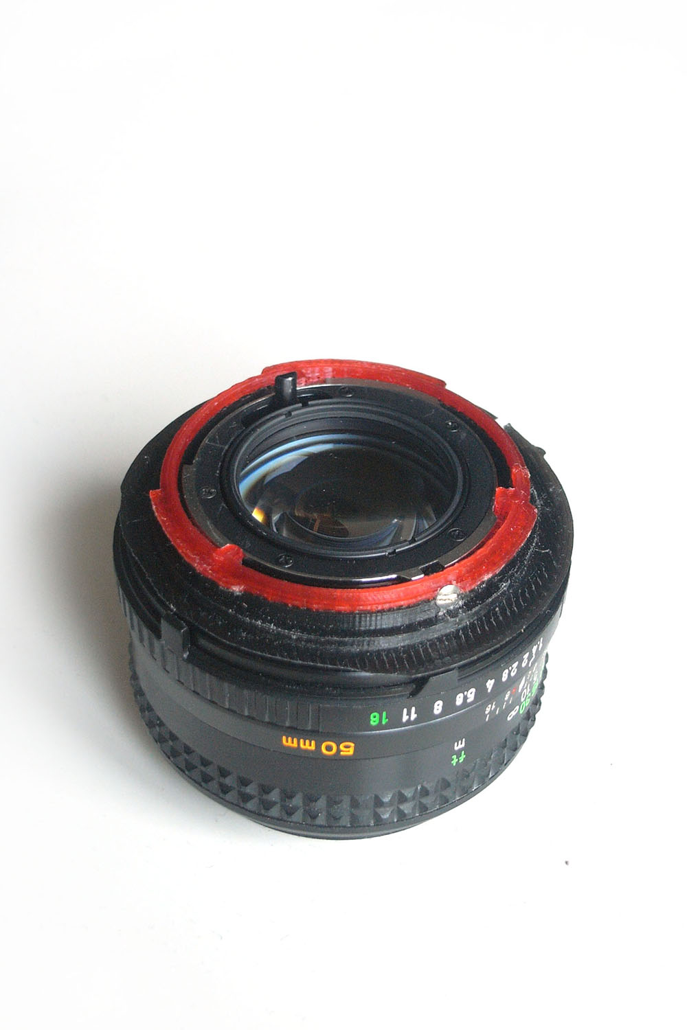 Minolta MD Rokkor 50/1.4 with thin MD>EF adapter - lens locking screw visible on the photo.