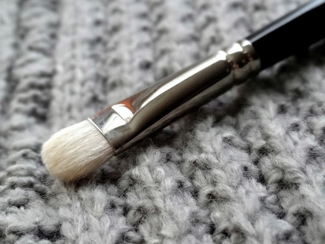 Hakuhodo J004G Round & Flat Eyeshadow Brush