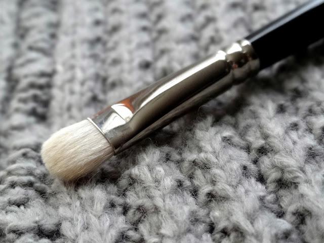 Hakuhodo J004G Round & Flat Eyeshadow Brush