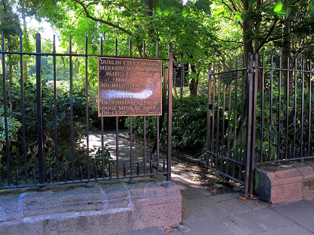 entrance to Merrion Square park