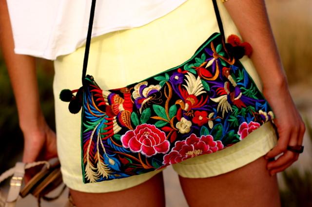 shorts amarillos