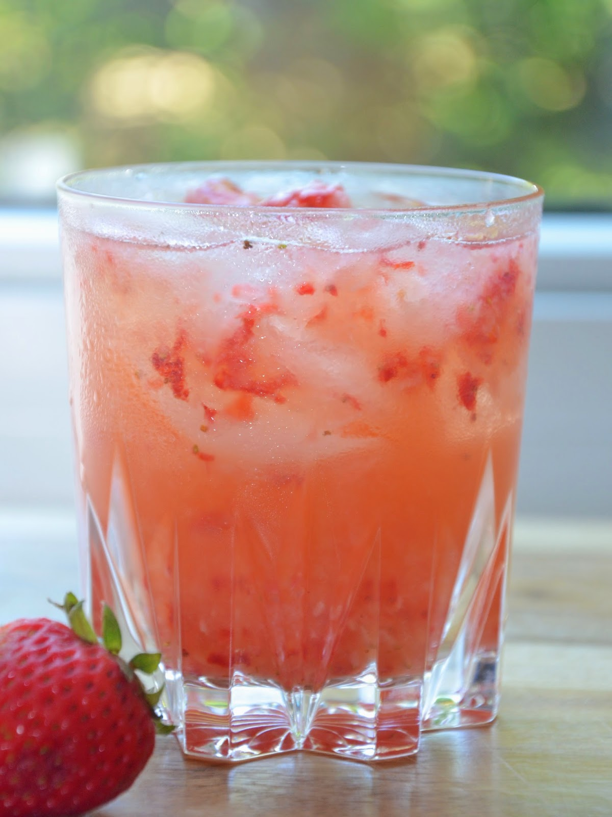 strawberry lemon whiskey cocktail