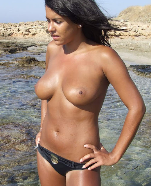 Sexy Girls On The Beach indianudesi.com