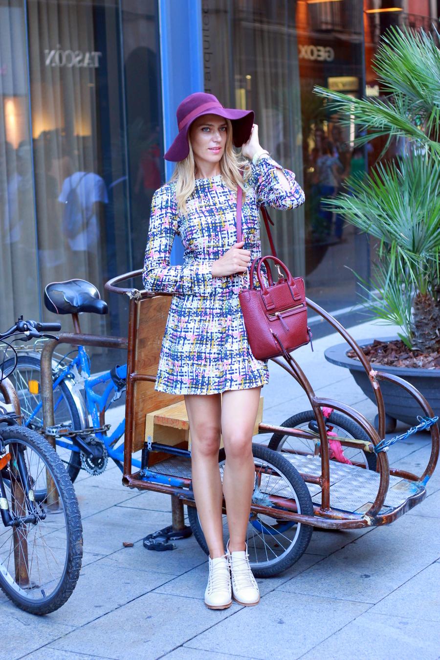 Look Vintage vestido estampado mangas largas