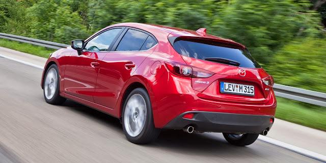 Mazda 3 atrás