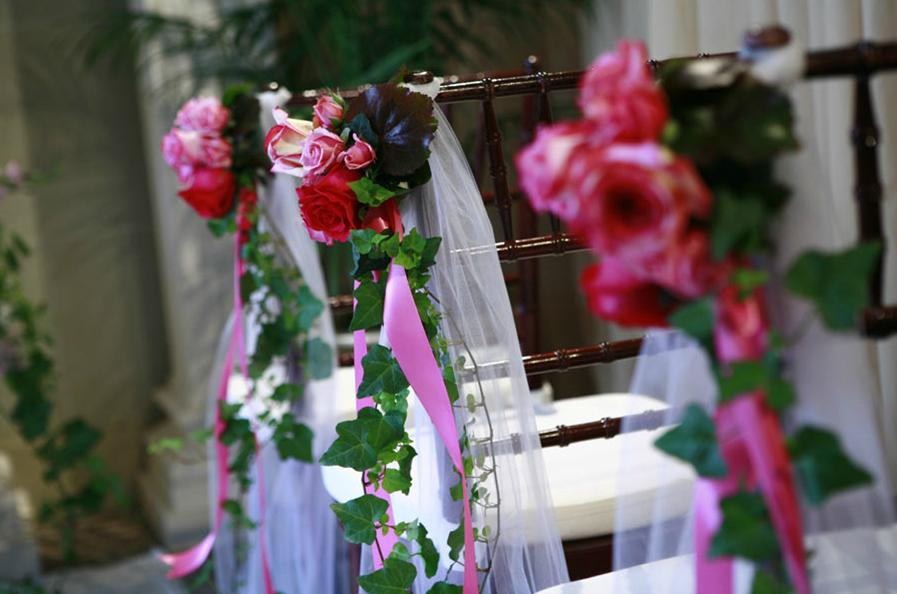 deversdesign: Double duty church pew wedding decorations