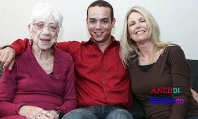 Pasangan Kekasih Ini Berbeda Usia 60 Tahun