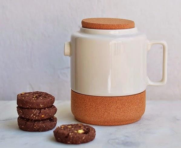 http://ananasehortela.blogspot.pt/2014/05/cookies-de-cacau-quinoa-e-pistachios-e.html