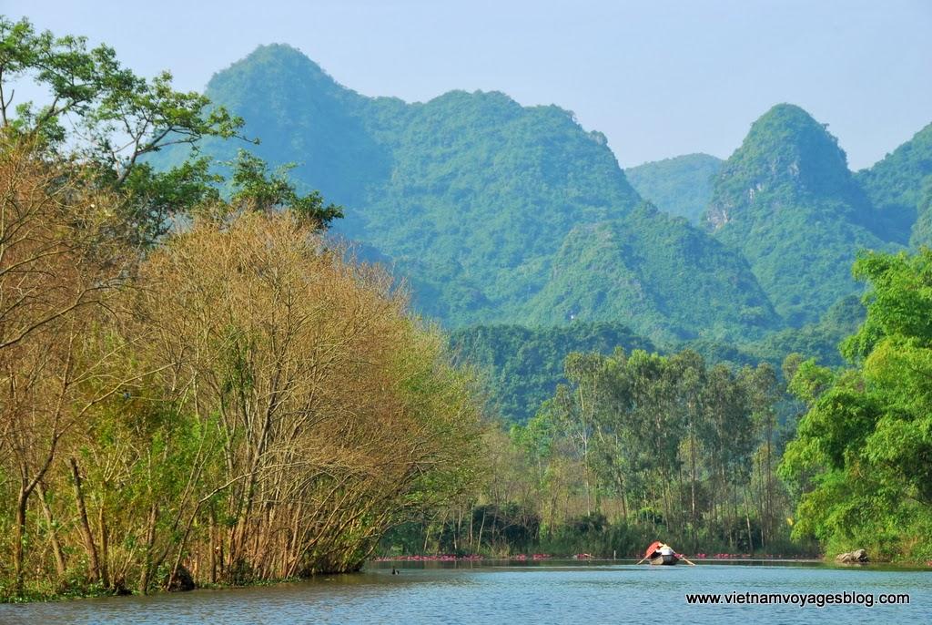Ngoạn cảnh Suối Yến, Chùa Hương