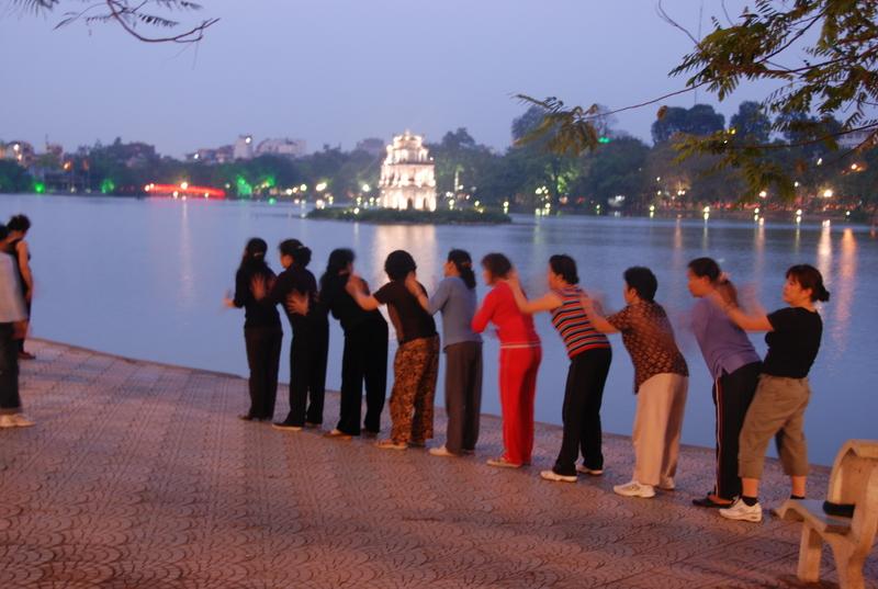 Tham quan Hồ Hoàn Kiếm ở Hà Nội