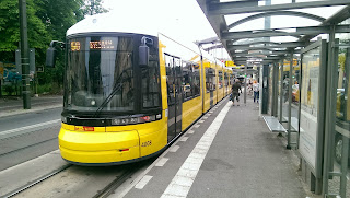 Straßenbahn: Brückeninspektion am Verkehrsknoten U-Bahnhof Eberswalder Straße
