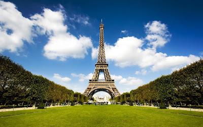 http://1.bp.blogspot.com/-5blNvYtvdAA/TmuJLB6OajI/AAAAAAAABIo/kosmaSGpyMo/s1600/Eiffel+Tower+Wallpaper.jpg