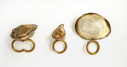 http://1.bp.blogspot.com/-5bqJWzafNEU/TaUrwH9JwVI/AAAAAAAAADY/Wt0AuypDWsY/s1600/stone_jewelry2.jpg
