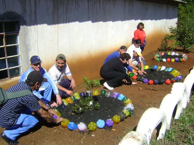 enfeites para jardim reciclados:Enfeite Jardim