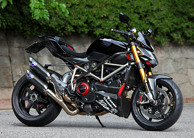 planet japan blog ducati streetfighter by ducati nerima. Black Bedroom Furniture Sets. Home Design Ideas
