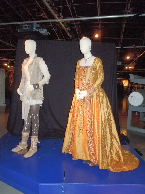 Billie Piper Queen Elizabeth I Day of the Doctor costumes