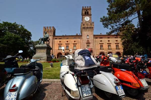 http://www.marcocavallini.it/vespagiro.html
