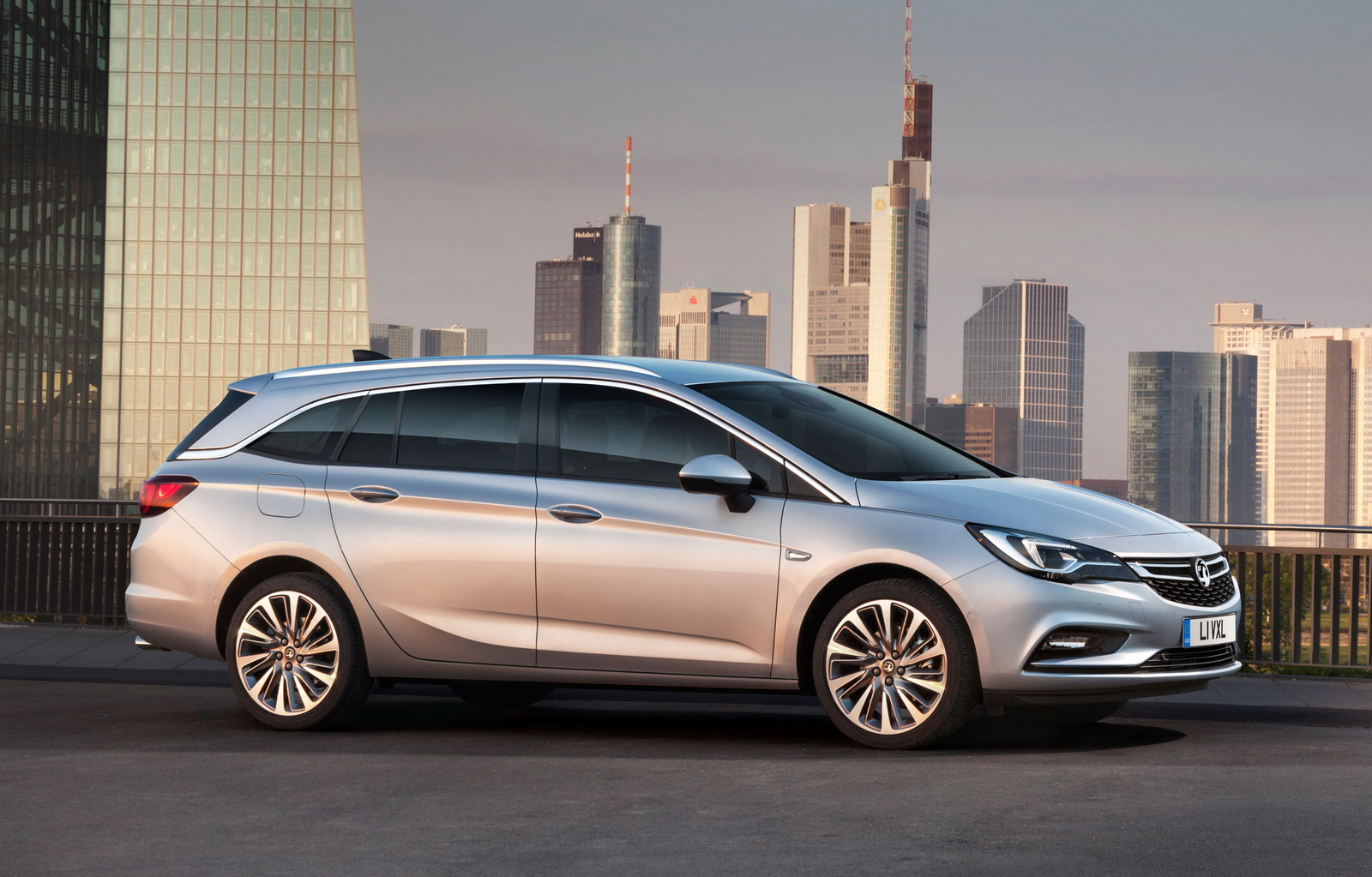 New Vauxhall Astra Sports Tourer Priced From 16585 In The UK